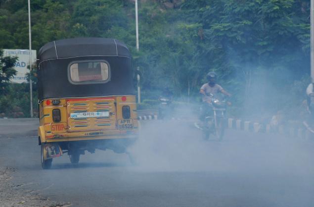 Contain pollution,ban illegal autos in Ranchi