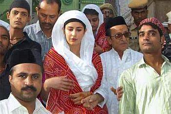 Katrina Kaif vsited Ajmer Sharif