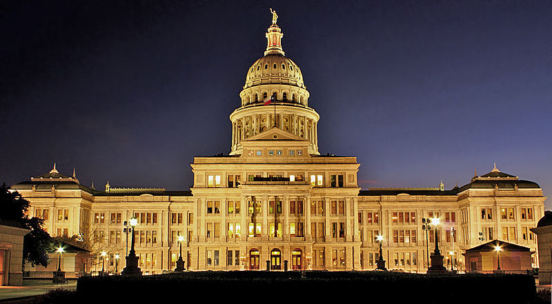 USA on the edge,The-Texas-State-Capitol-at Night