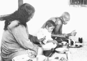 Guruji-with-Mahatma-Gandhi