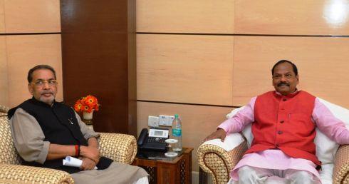 Minister-Radha-Mohan-Singh-with-Chief Minister-Raghubar-Das-(1)