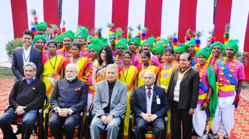 Tribal artists meet PM,Vice President