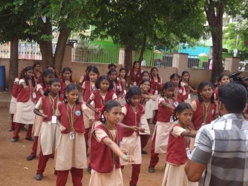 10-1452420097-girls-karate-training-for-municipal-school-girls3-600