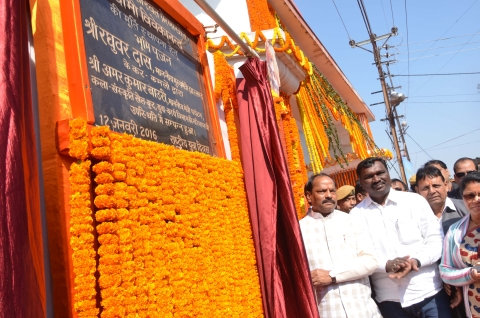 *Ratan Lal's Picture shows Jharkhand Chief Minister(L) along with Art and Culture Minister Amar Kumar Bauri (2nd_L) laying the foundation stone for Swami Vivekananda's statue on the occasion of Vivekananda's birth anniversary near Ranchi Lake in Ranchi on Tuesday.
