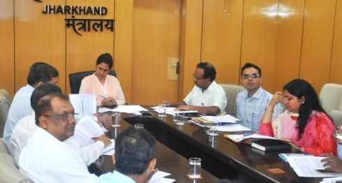 *Picture shows Jharkhand CS holding a meeting with officials of the Jharkhand Livelihood Promotion Society on 'SHG creation and promotion' inside Project Bhawan in Ranchi on August 30,2016