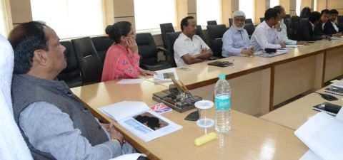Shows Jharkhand CM Raghubar Das holding meeting with officials on Patratu dam plan to implement it inside Project Bhawan in Ranchi on August 31,2016.