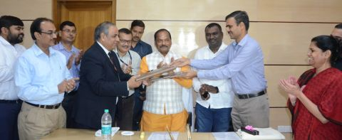 Picture shows IRCTC-Jharkhand government functionaries including Chief Minister Raghubar Das clapping while officials exchange MoU files inside Project Bhawan in Ranchi on September 6,2016