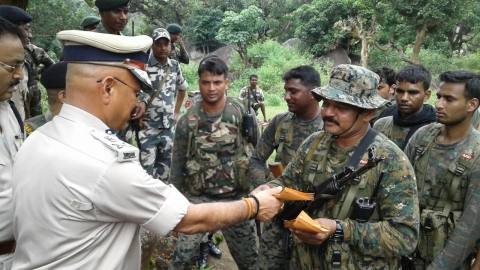 *Ratan Lal's Picture shows DGP DK Pandey and police personnel posing for photos.They had killed a Special Area Committee (SAC) member Ashish Da or Ashish Yadav of CPI (Maoist) in an encounter in Gumla on September 12,2016.