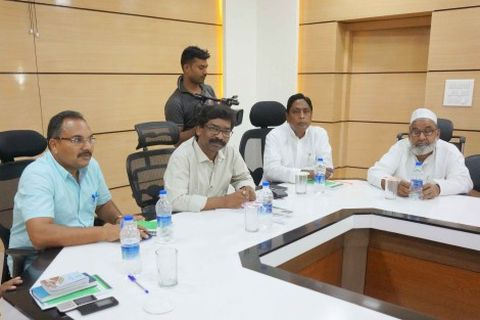 Ranchi, Jharkhand 01 July 2015 :: JMM working  President Hemant Soren (2nd-L) along with Congress senior leader Alamgir Alam (2nd-R), JVM senior leader Pradeep yadav (L)  and their Rajya Sabha candidate Hazi Husain Ansary (R) during a meeting with legislators on the eve of Rajya Sabha poll in Ranchi on Wednesday. Photo-Ratan Lal