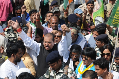 *Ratan Lal's picture shows Congress leaders including ex Minister Subodh Kant Sahay  and the police personnel in Main Road on Monday-the day of bandh called by Opposition parties against the BJP government led by Chief Minister Raghubar Das in Jharkhand.