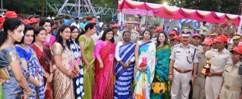 *Picture shows Jharkhand Governor Draupadi Murmu shooting at IPSOWA organised Diwali Mela site in ranchi on October 14,2016.