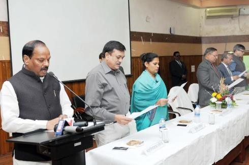 Ranchi, Jharkhand 26 November 2016 :: Jharkhand Chief Minister Raghubar Das (L) takes oath to senior officials on the occasion of Constitution Day at SKIPA in Ranchi on Saturday. Photo-Ratan Lal