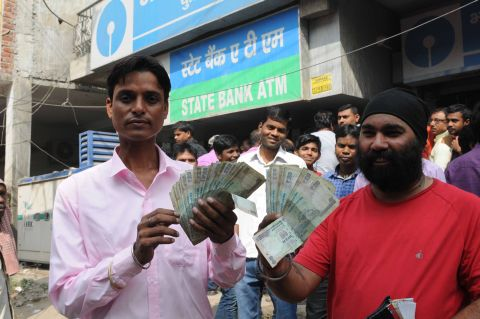 Ranchi, Jharkhand 10 October 2016 : People showing Rs.100 notes after withdraw from a ATM after the demonetization of Rs 500 and 1000 currency notes in Ranchi on Thursday. Photo- Ratan Lal