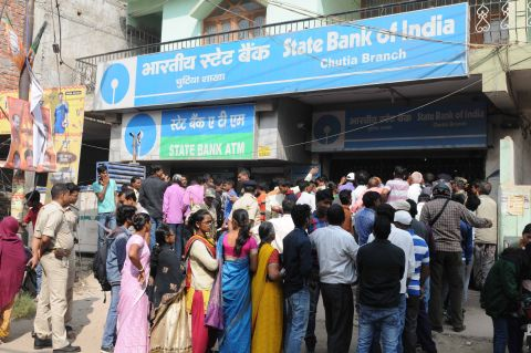 Ranchi, Jharkhand 10 October 2016 : People in a long queue outside a State Bank of India for exchange and withdraw their currency after the demonetization of Rs 500 and 1000 currency notes in Ranchi on Thursday. Photo- Ratan Lal