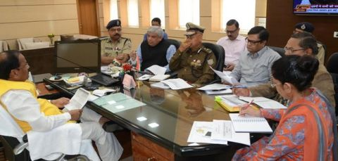 *Picture shows Jharkhand CM with top officers of the state Home,Prison and Disaster Management Departments inside project Bhawn in Ranchi on November 10,2016.