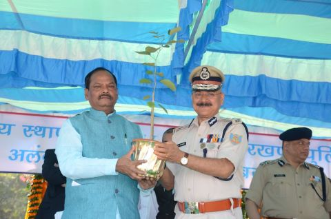 Jharkhand CM Raghubar Das and DGP DK Pandey at the Foundation Day parade function in Ranchi on November 14,2016