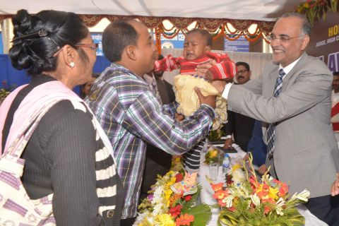 Ranchi, Jharkhand 03 December 2016 :: Executive Chairman of Jharkhand State Legal Service Authority (JHALSA) cum Administrative Judge, Justice D N Patel (R) along with adopted child with his parents during Legal Awareness camp on Adoption at Bar Council in Ranchi on Saturday. Photo-Ratan Lal