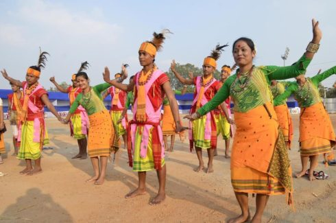Ranchi, Jharkhand 3 December 2016 :: Artists from Mizoram performs Folk dance during a practice session on the eve of the 'Octave-2016' keeping the theme 'Ek Bharat, Shrestha Bharat' organized by Department of Art and Culture in collaboration with Eastern Zonal Cultural Centre Kolkata, at Morhabadi in Ranchi on Saturday. Photo-Ratan Lal