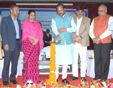 *Picture shows Jharkhand CM Raghubar Das addressing the pre budget(2017-18) meeting held inside the Koyla Bhawan in Dhanbad on Monday.