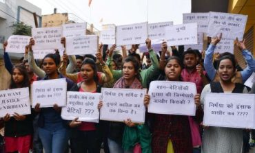 Students block road,protest against girl's rape & murder in Ranchi